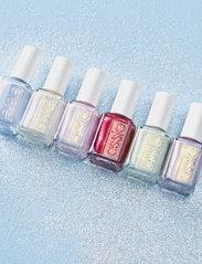 Essie - essie classic - winter collection peppermint condition 745 - nagellack - peppermint condition 745 - 4