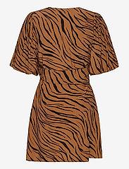 Faithfull The Brand - Marissa Wrap Dress - robes d'été - kenya animal print - 1