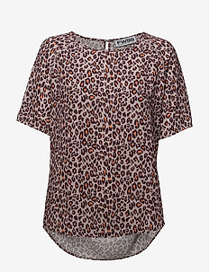 Sweet 17 2.0 - printed t-shirts - rose dust leopard