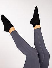 Famme - 2-Pack Black Light Knit Socks - kousen - black - 2