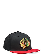 Chicago Blackhawks Iconic Defender Snapback Cap - BLACK/ATHLETIC RED