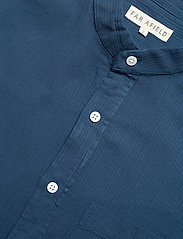 Far Afield - Twombly L/S Shirt - Textured Stripe - linnen overhemden - ensign blue - 3