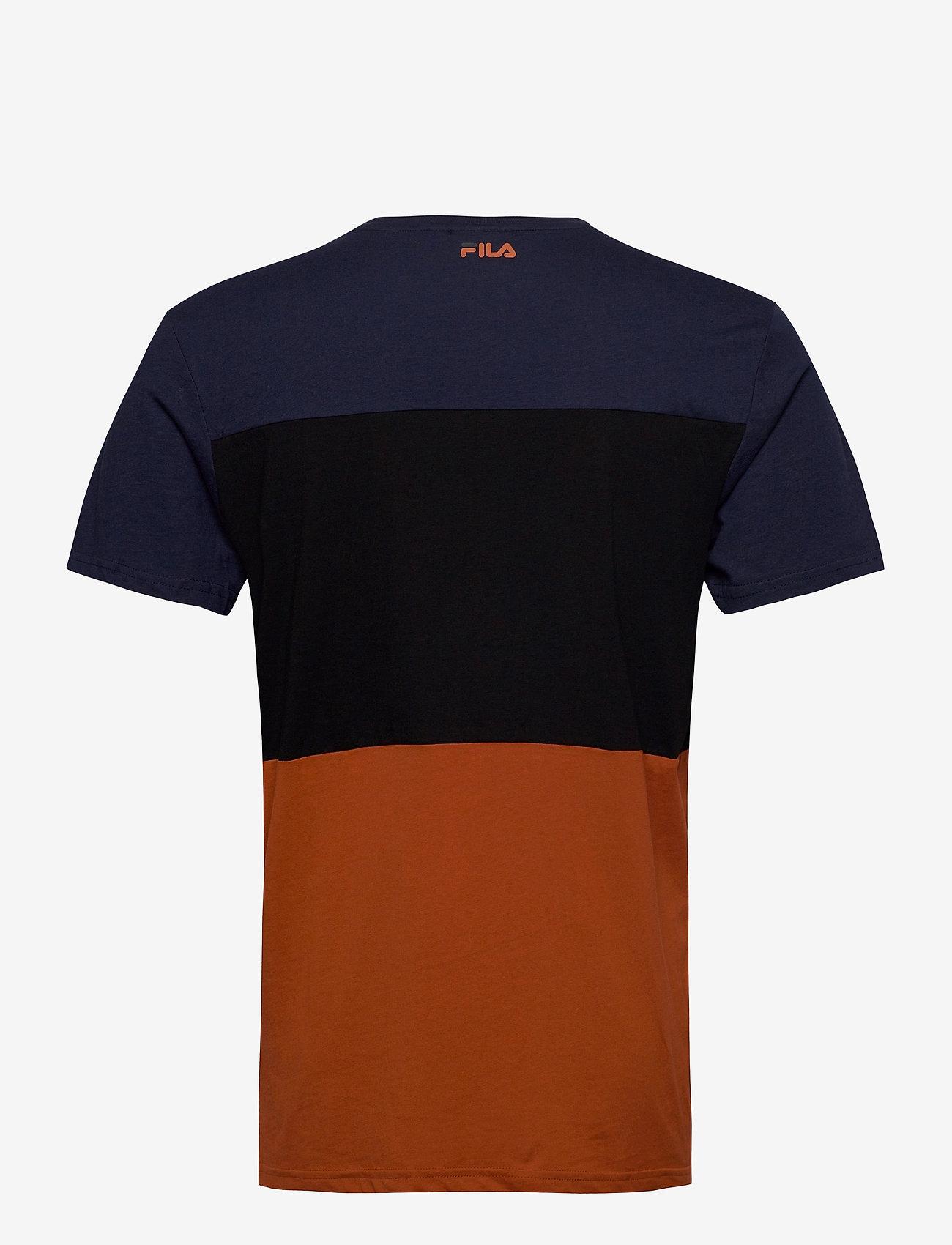 FILA DAY TEE - T-skjorter CINNAMON STICK-BLACK IRIS-BLACK - Menn Klær