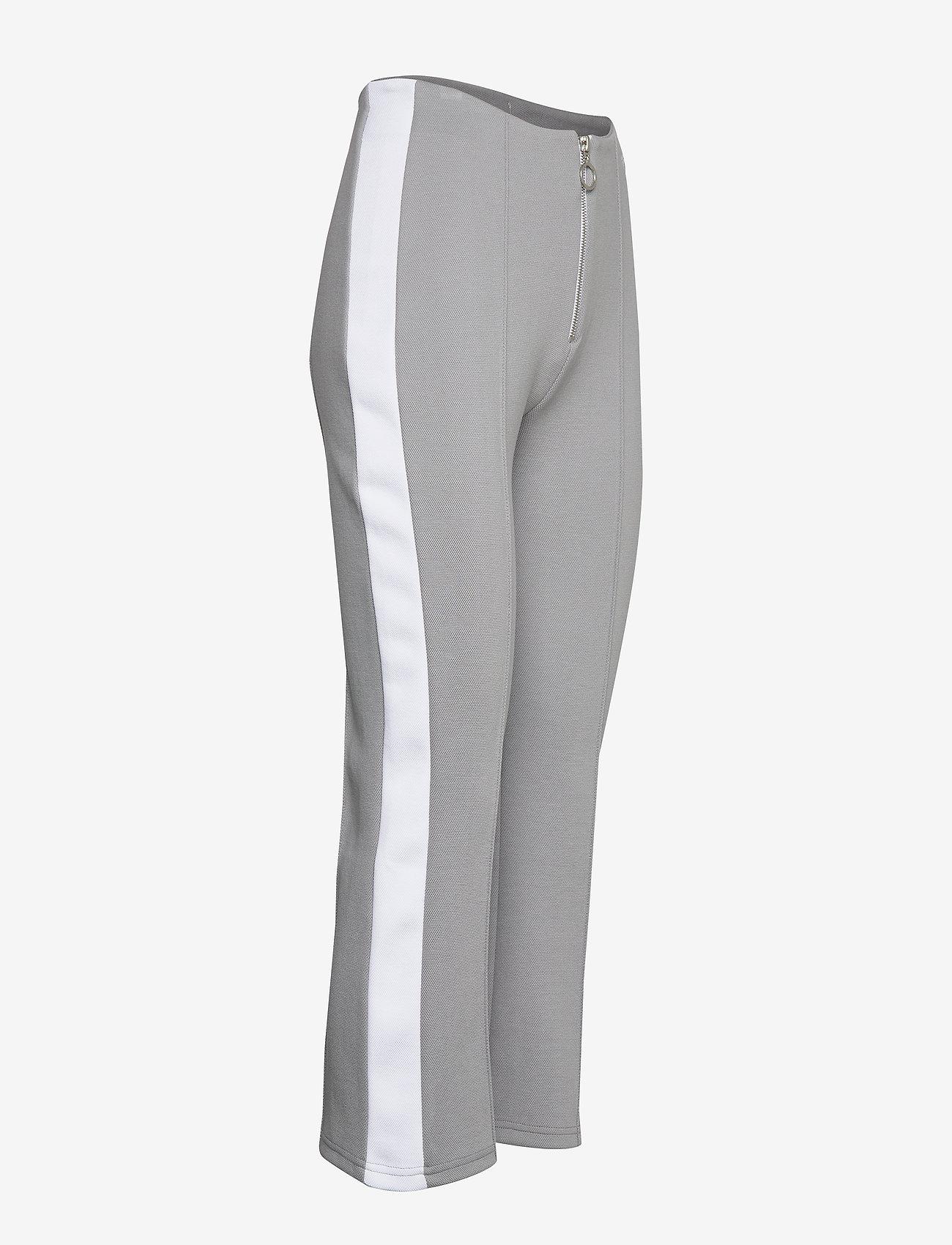 Women Mabli Cropped Pants (Monument-bright White) (630 kr) - FILA