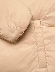 FILA - WOMEN BRONWEN puff hood jacket - dunkappor - irish cream - 4