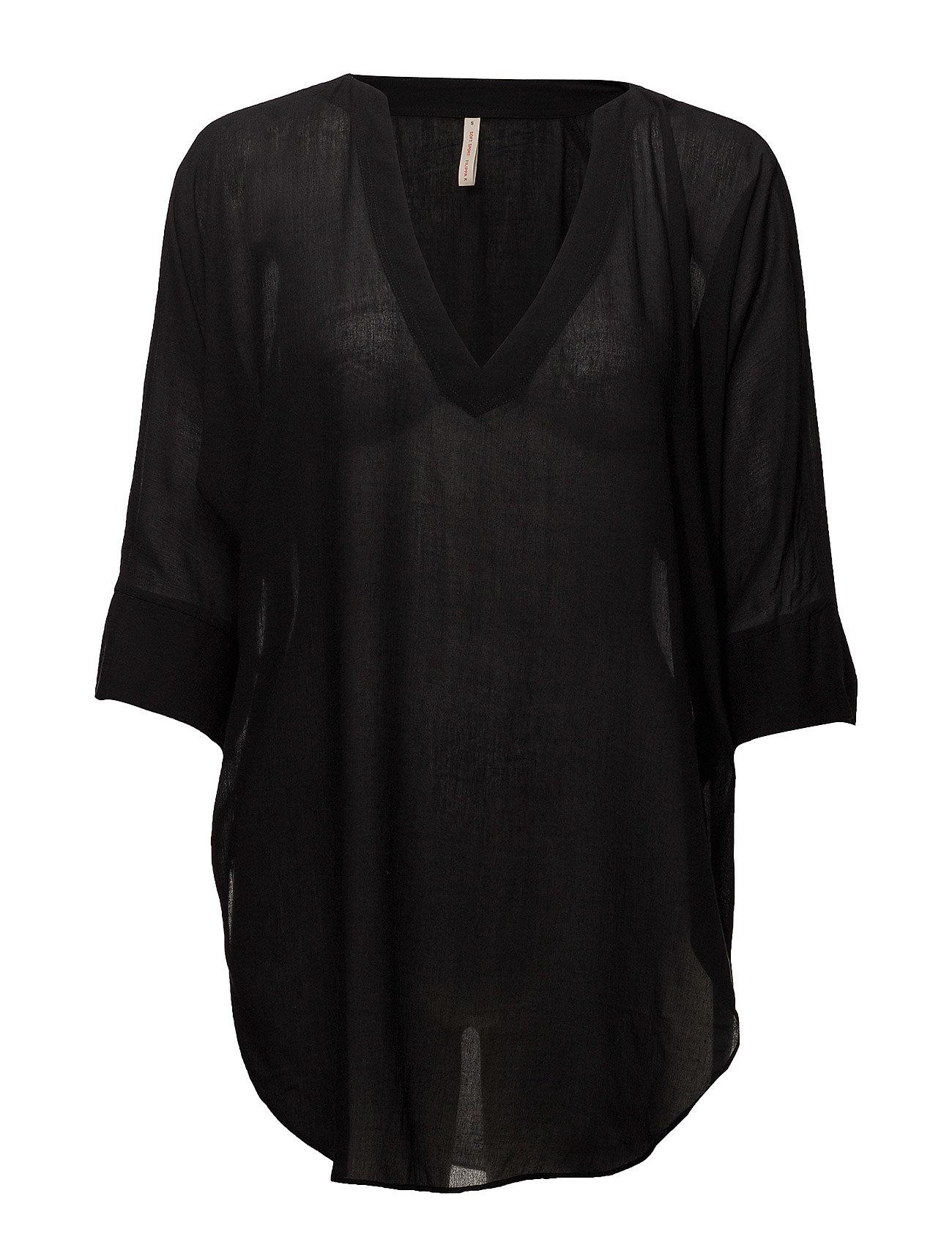 fc490719395 Zoe Tunic Top (Black) (£113.75) - Filippa K Soft Sport - | Boozt.com