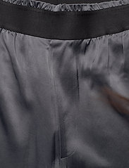 Filippa K Soft Sport - Satin Track Pant - sports pants - metal - 3