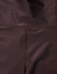 Filippa K Soft Sport - Cropped Gloss Legging - compression tights - maroon - 2