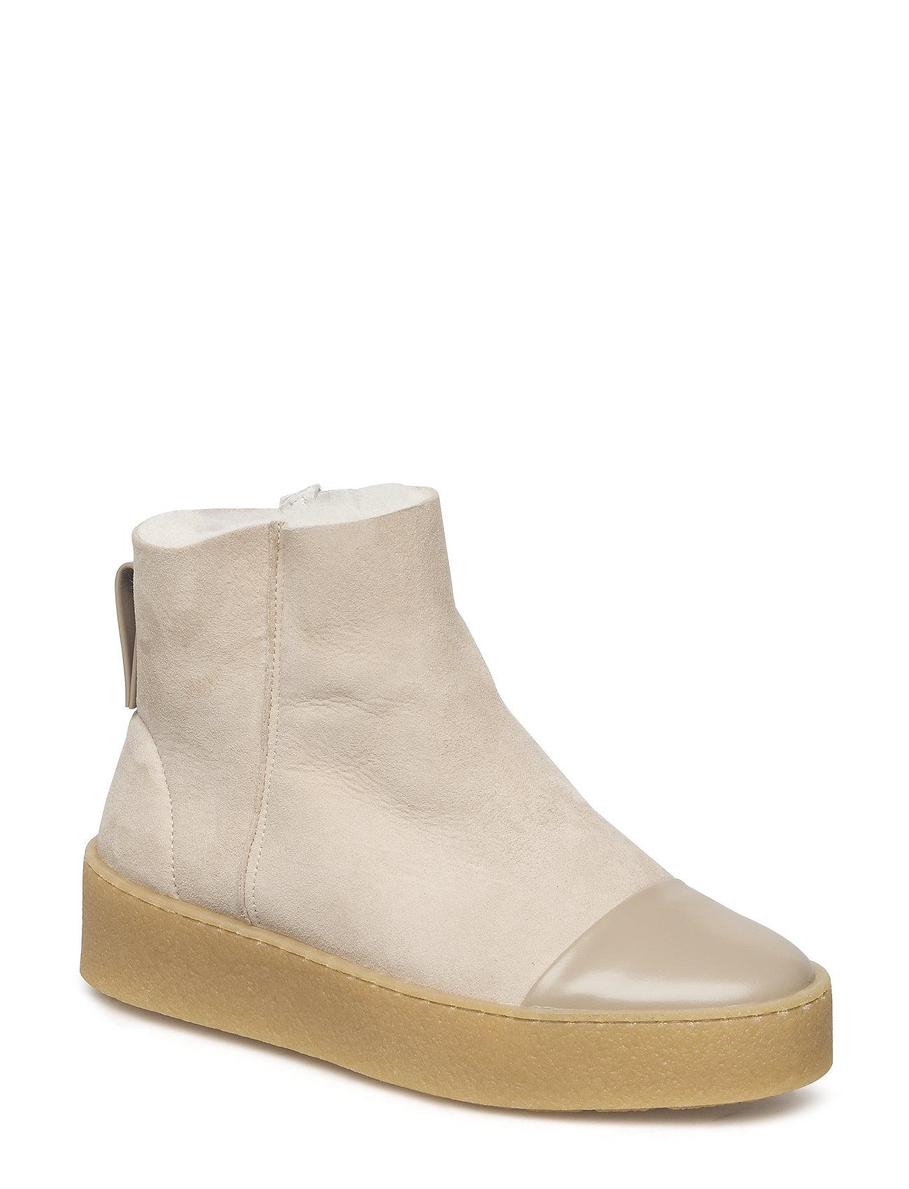 Filippa K Bonny Shearling Boot - SANDSTONE