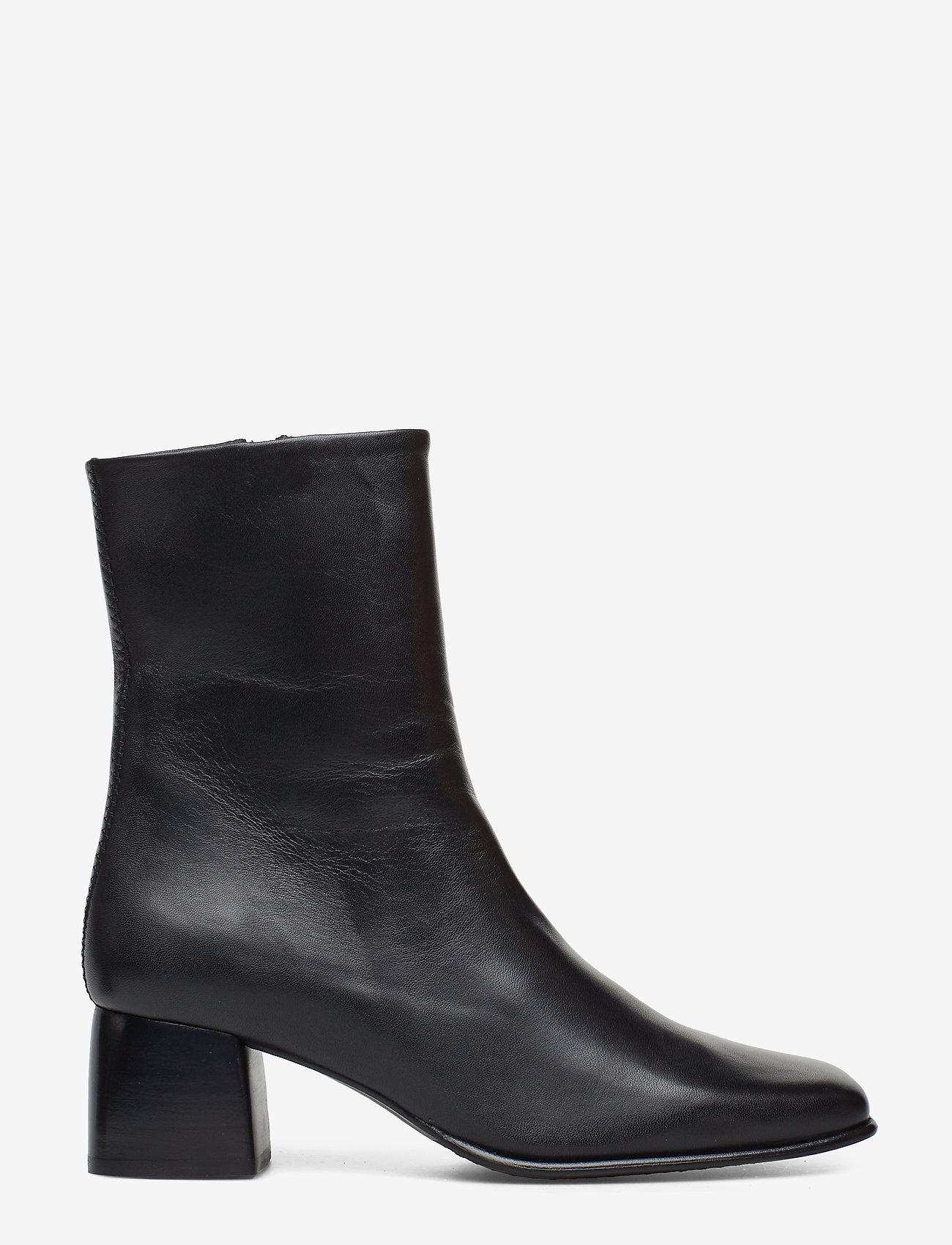 Filippa K - Eileen Leather Boot - enkellaarsjes met hak - black - 1