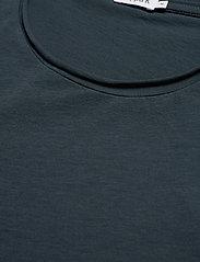 Filippa K - M. Roll Neck Tee - basic t-shirts - charcoal b - 2