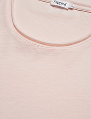 Filippa K - M. Roll Neck Tee - basis-t-skjorter - faded pink - 2