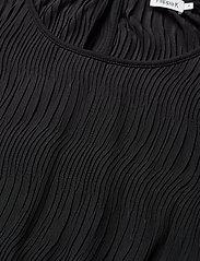 Wave Pliss Dress