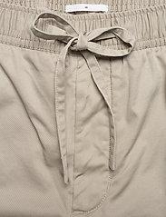 Filippa K - M. Theo Trouser - pantalons décontractés - light sage - 3