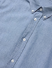 Filippa K - M. Lewis Chambray Shirt - chemises basiques - light blue - 2