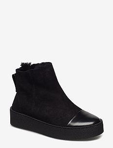 Bonny Shearling Boot - black