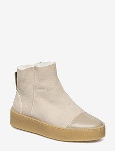 Bonny Shearling Boot - SANDSTONE