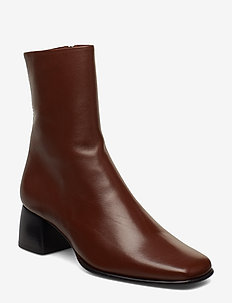 Eileen Leather Boot - COCONUT BR