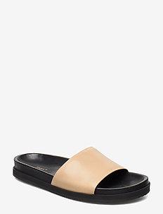 Logan Crepe Sandal - flat sandals - toffee bei
