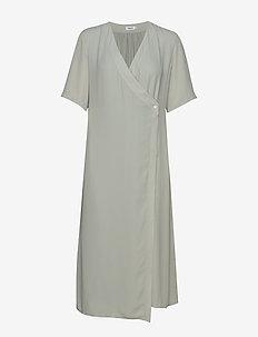 Amalia Wrap Dress - wikkel jurken - green fog