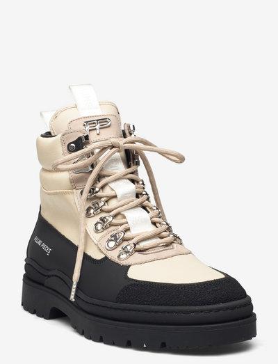 Mountain Boot Mix - platte enkellaarsjes - black/beige
