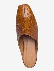 Flattered - Noa Cognac Croco Leather - mules & slipins - cognac - 3