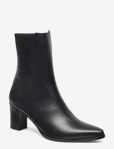 Teddy Nappa Boot - BLACK