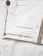 FRAM - Bygdøy Shorts - chinos shorts - blanc de blanc - 3