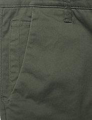 FRAM - Bygdøy Shorts - chinos shorts - deep lichen green - 2