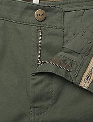 FRAM - Bygdøy Shorts - chinos shorts - deep lichen green - 3
