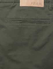 FRAM - Bygdøy Shorts - chinos shorts - deep lichen green - 4