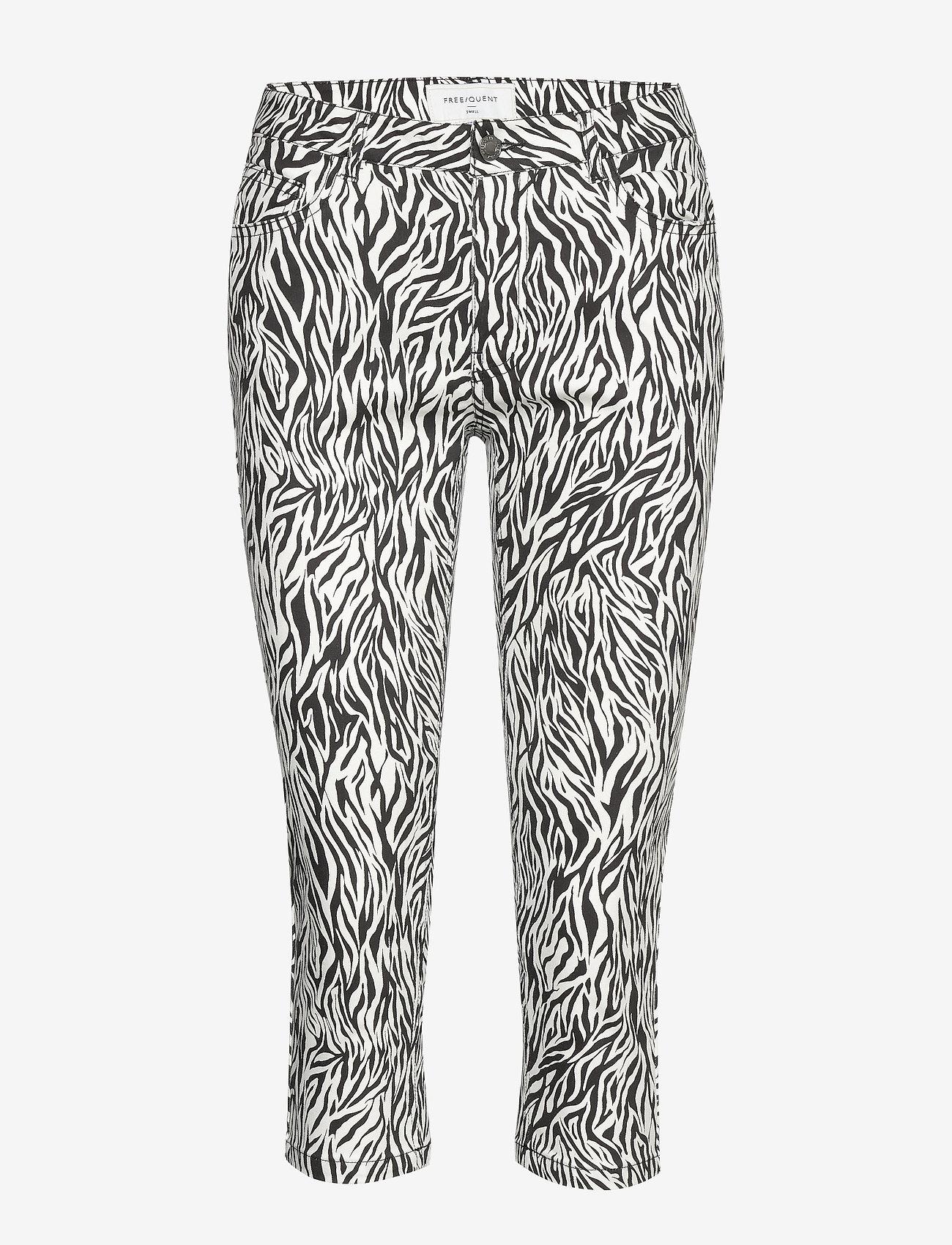 FREE/QUENT - AIDA-CA-NON ZIP-ZEBRI - pantalons capri - black mix - 0