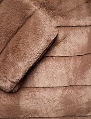 FREE/QUENT - FQFURBY-JA-HOOD - faux fur - amphora 17-1319 - 3