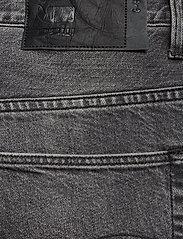 G-star RAW - 3301 1\2 - denim shorts - sun faded black stone - 4