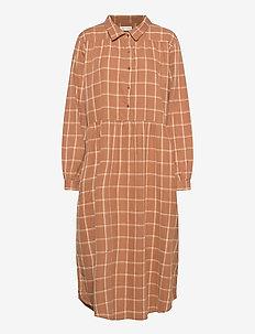 Tina - midi kjoler - tobacco checks