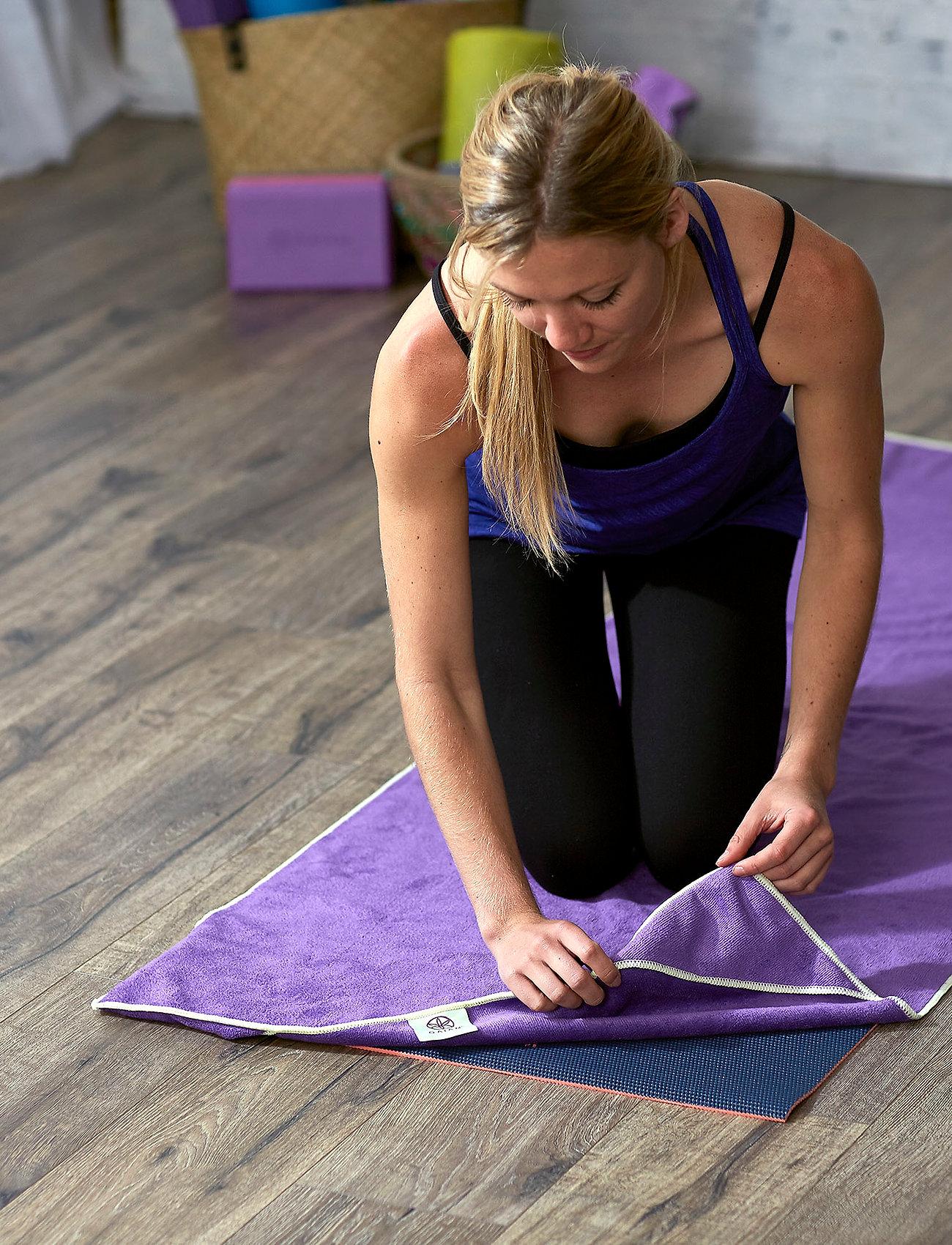 Gaiam - Stay Put Yoga Mat Towel - yogamatten & uitrusting - purple - 1