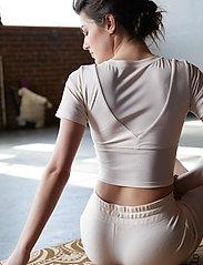 Gaiam - 5MM Printed Cork Yoga Mat Mandala - yogamatten en -accessoires - cork - 5