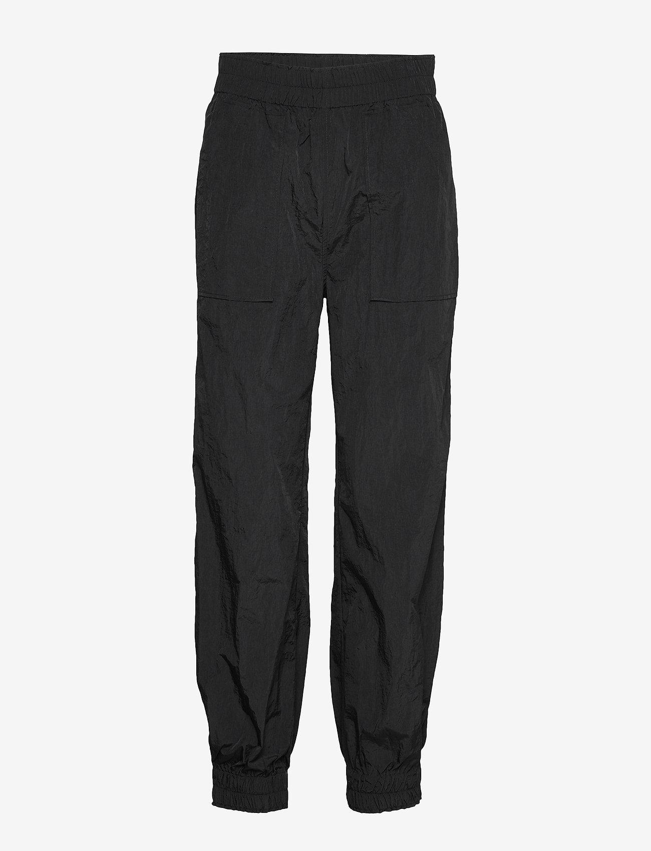 Ganni - Crinkled Tech - casual bukser - black - 0