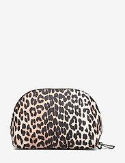 Ganni - Tech Fabric Toiletry Bag - torby kosmetyczne - leopard - 1