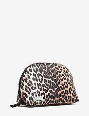 Ganni - Tech Fabric Toiletry Bag - torby kosmetyczne - leopard - 2