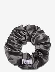 Ganni - Silk Stretch Satin - haar accessoires - sharkskin - 1