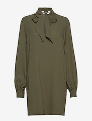 Ganni - Heavy Crepe Dress - korte kjoler - kalamata - 0