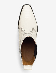 Ganni - Western Boot Belly Croc - wysoki obcas - egret - 3