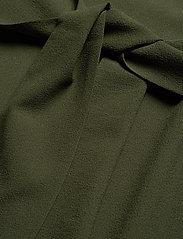 Ganni - Heavy Crepe Dress - korte kjoler - kalamata - 5