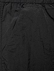 Ganni - Crinkled Tech - casual bukser - black - 2