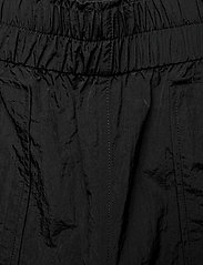 Ganni - Crinkled Tech - casual bukser - black - 3