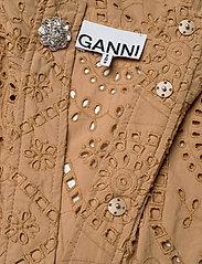 Ganni - Broderie Anglaise - blondekjoler - tannin - 2