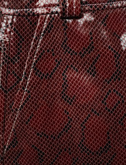 Ganni - Snake Foil Leather - læder shorts - decadent chocolate - 2