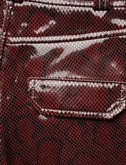 Ganni - Snake Foil Leather - læder shorts - decadent chocolate - 4