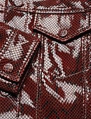 Ganni - Snake Foil Leather - nahkatakit - decadent chocolate - 6